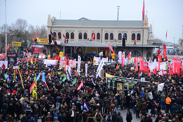 Alevi temsilcileri, Eğitim Sen ve bazı sivil toplum kuruluşları 'bilimsel ve laik' eğitim için 8 Şubat'ta Kadıköy Meydanı'nda miting düzenlemişti