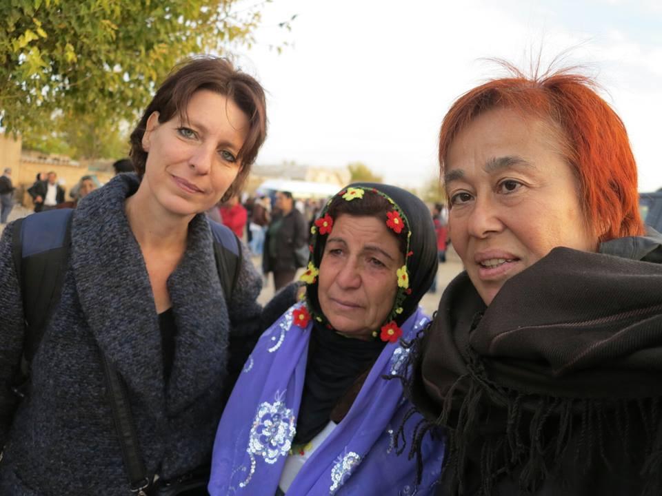 Fréderike Geerdink, Roboski'den bir anne ve barış aktivisti Meral Geylani ile birlikte.