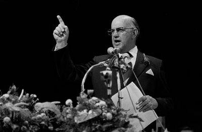 Güney Afrika'da  çözümün ilk adımlarını attıktan sonra sürece engel olmakla eleştirilen Başkan Pieter Willem Botha  (1916 - 2006)