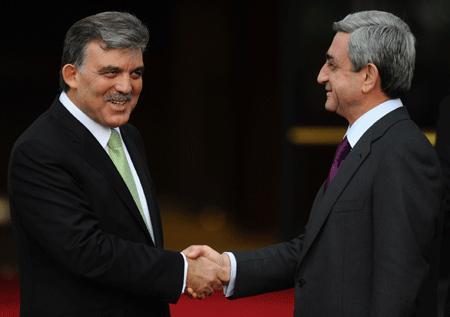 Cumhurbaşkanı Erdoğan, selefi Abdullah Gül'ün Ermenistan Cumhurbaşkanı Sarkisyan'la birlikte iki ülke milli futbol takımlarının karşılaşmasını izlemek üzere 2008'de Erivan'a gitmesini, 'ortamı yumuşatmayı amaçlarken karşı tarafın eline koz verdiğini' öne sürerek eleştirmişti