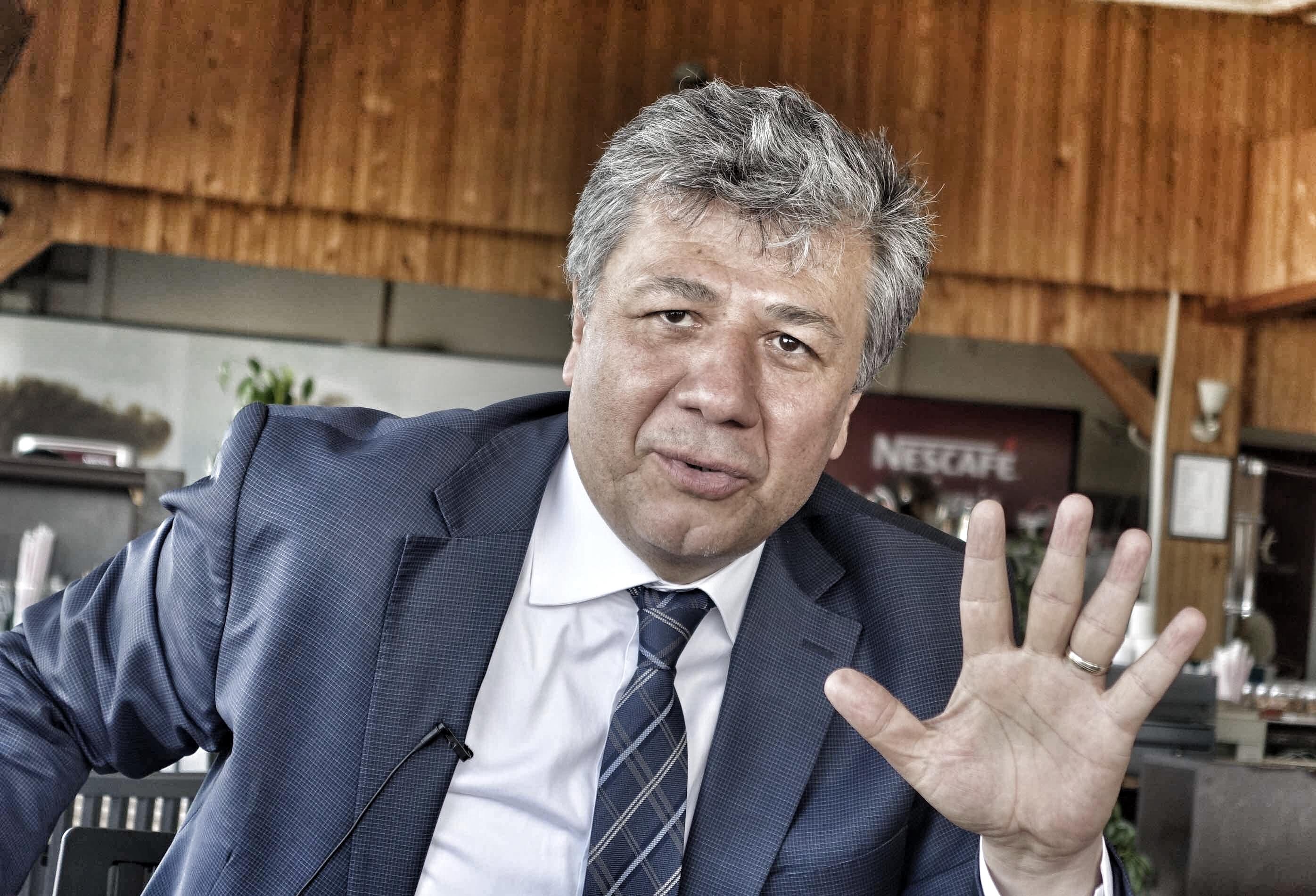 İzmir 2. Bölge 4. sıra milletvekili adayı Mustafa Balbay  CHP'nin Recep Tayyip Erdoğan'dan 2 sıfır atmış olan İzmir'de 15 milletvekili   çıkarabileceğini savunuyor.