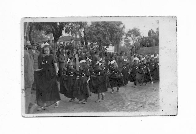 Köyde 23 Nisan kutlamaları (Kitaptan)