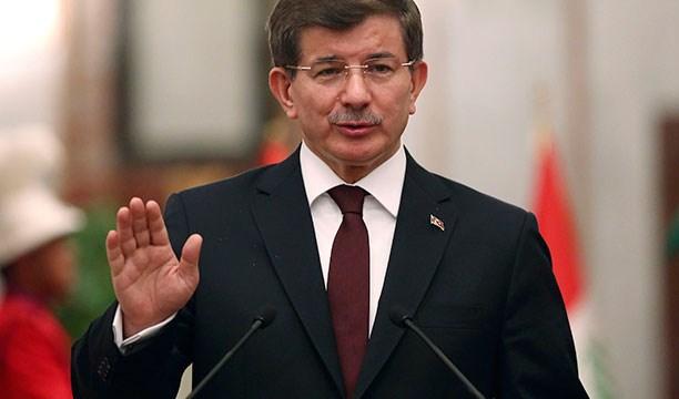 Davutoğlu, Erdoğan'a cumhurbaşkanı olarak anayasa çerçevesindeki yerini işaret ediyor, herkes yerini bilecek diyordu