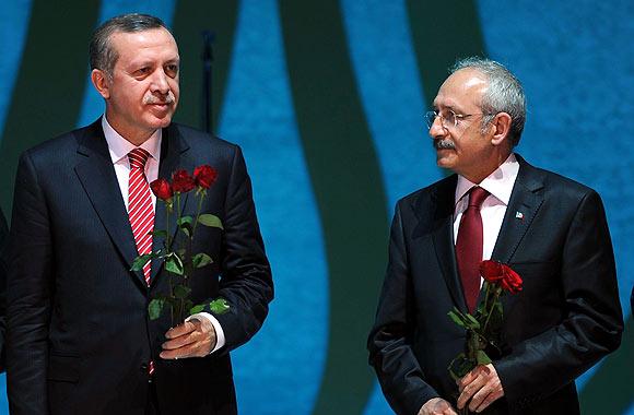CHP'nin taleplerinin başında, muhalefet partilerine karşı AKP'nin yanında seçim kampanyası yürüten Cumhurbaşkanı Erdoğan'ın anayasal konumuna çekilmesi geliyor
