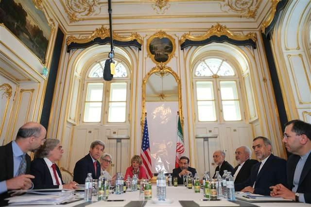 Zarif, akşam saatlerinde ABD Dışişleri Bakanı John Kerry ile görüştü.
