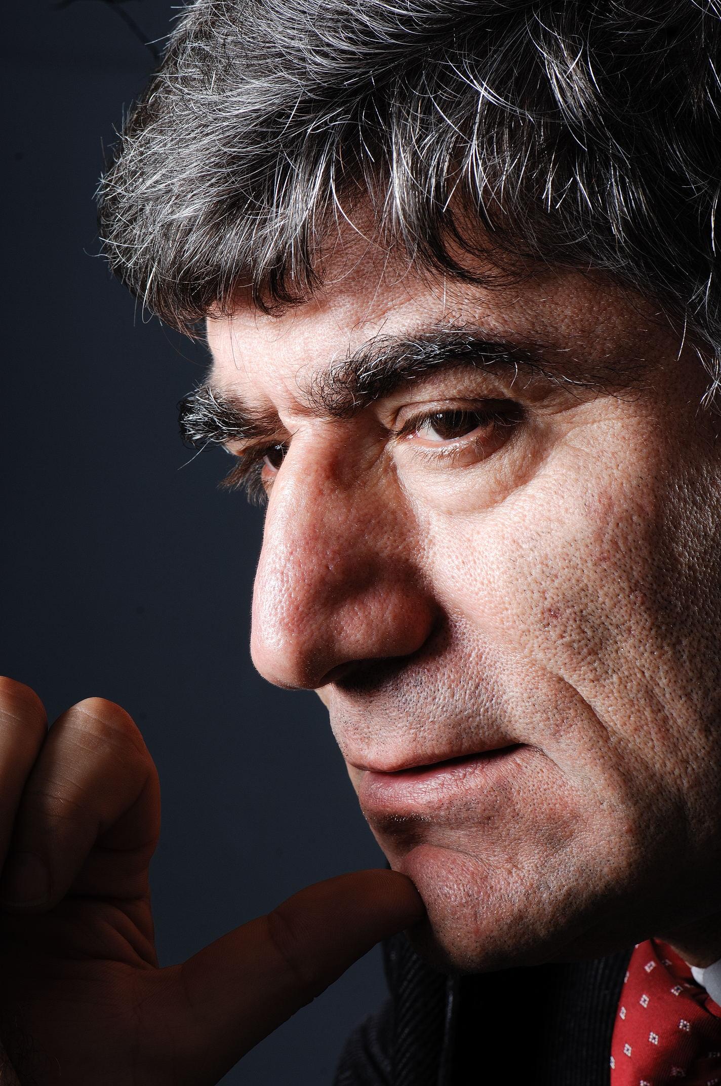 Trabzon'dan gönderilen, Hrant Dink'i hedef alan eylem yapılacağı istihbaratının sumen altı edildiği İstanbul'da Dink'in valilikte uyarıldığı da cinayetin ardından ortaya çıkmıştı