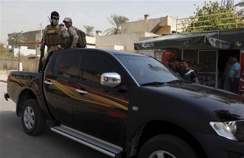 Türk işçileri elçilik binasına getiren araçlardan biri