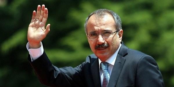 2003-2007 arasında Başbakanlık Müsteşarı Ömer Dinçer'in yeni kitabından: AKP'nin ilk bakanlar kurulundaki iki gündemden biri yerinden yönetimi güçlendirmekti