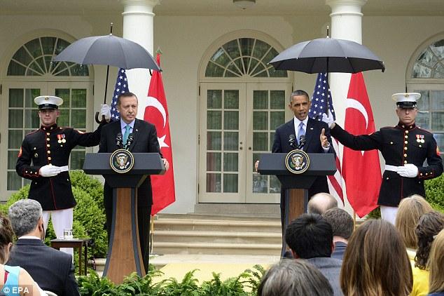 Geçen hafta Erdoğan'la telefon görüşmesi yapan ABD Başkanı Obama, Türkiye'nin Musul/Başika'da artırdığı askeri varlığını, Bağdat yönetiminin suçlamalarına da işaret ederek, geri çekmesini istedi