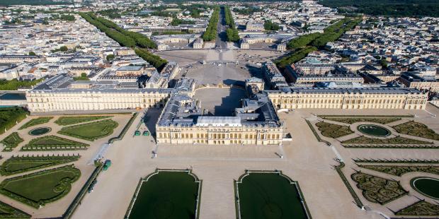 Caresta Sarayı'nın Fransa'daki Versailles Sarayı'na olan benzerliği dikkat çekiyor