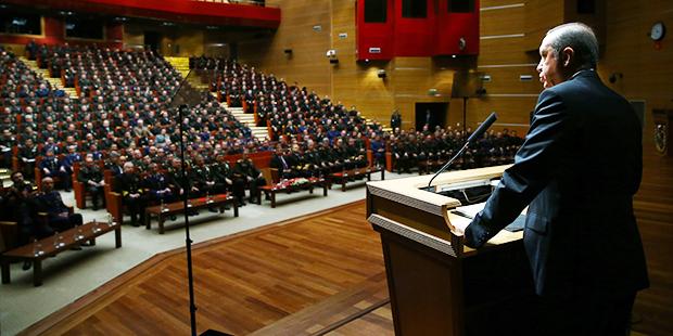 Harp Akademileri'nde konuşan Erdoğan, 'Her fırsatta söylüyorum, tek millet, tek bayrak, tek vatan, tek devlet... Sizlerin huzurunda buna bir de tek ordu, tek komutan vurgusunu da eklemek isterim' dedi