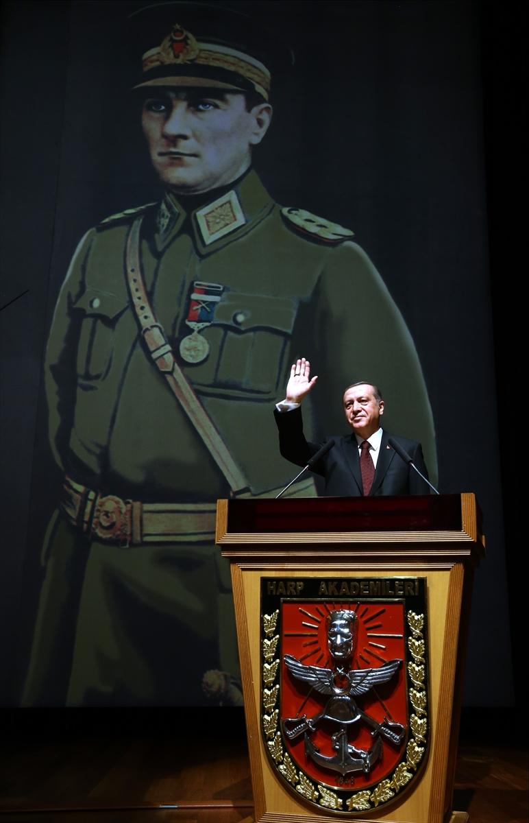 Erdoğan: TSK'nın tüm mensupları, Başkomutan sıfatıyla benim yakın mesai arkadaşlarımdır