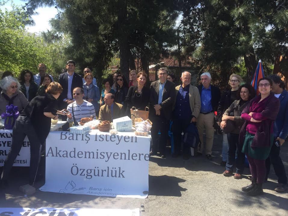 Bakırköy Kadın Cezaevi'nde ve Silivri'de yatan 4 akademisyen için özgürlük dayanışması...