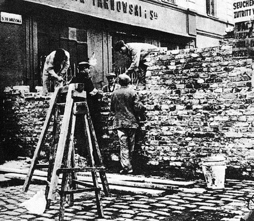 1940'larda örülmeye başlayan getto duvarları