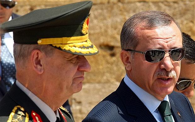 Erdoğan'ın Başbakanlığı döneminde atandığı Genelkurmay Başkanlığı görevinden emekli olduktan sonra 'terör örgütü yönetciliği' iddiasıyla tutuklanan ve 26 ay hapsedilen emekli orgeneral İlker Başbuğ