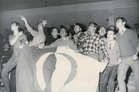 1968 Ankara Kapalı spor salonu / ODTÜ - Harbiye voleybol maçı  Mustafa Yalçıner, Hüseyin Sünger, Orhan, Muammer Kıranta, Alpaslan Özdoğan, Erdal Nebol, Akın Dirik, Ruhi Ödev