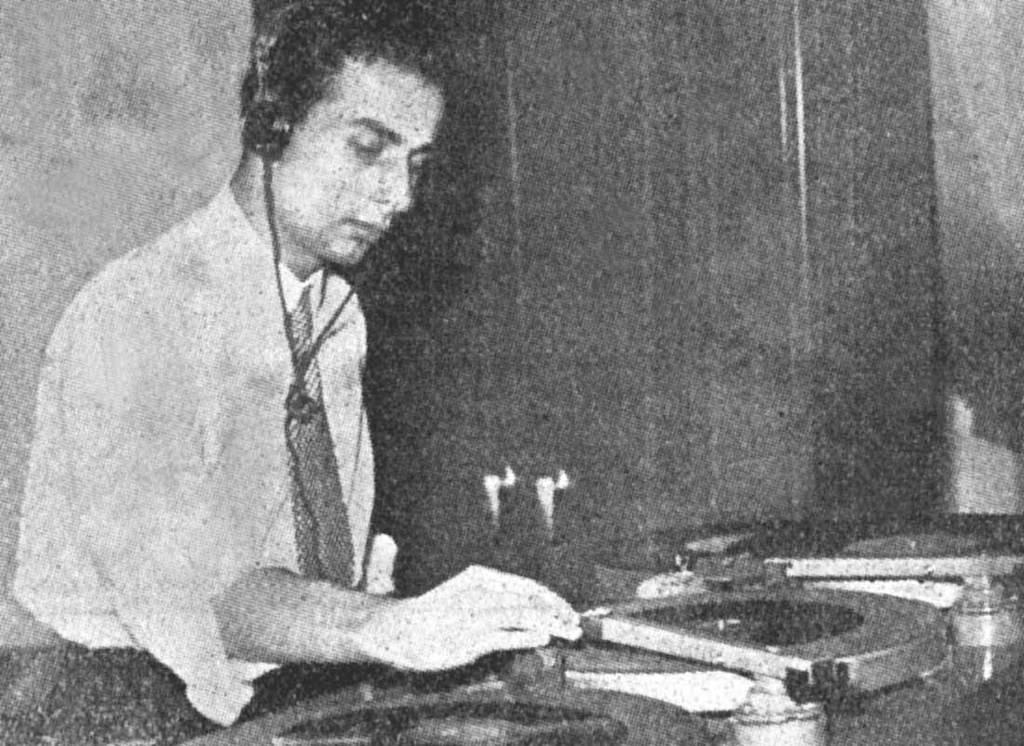 Hakkı Devrim'in mesleğe ilk başladığı radyo günlerinden...