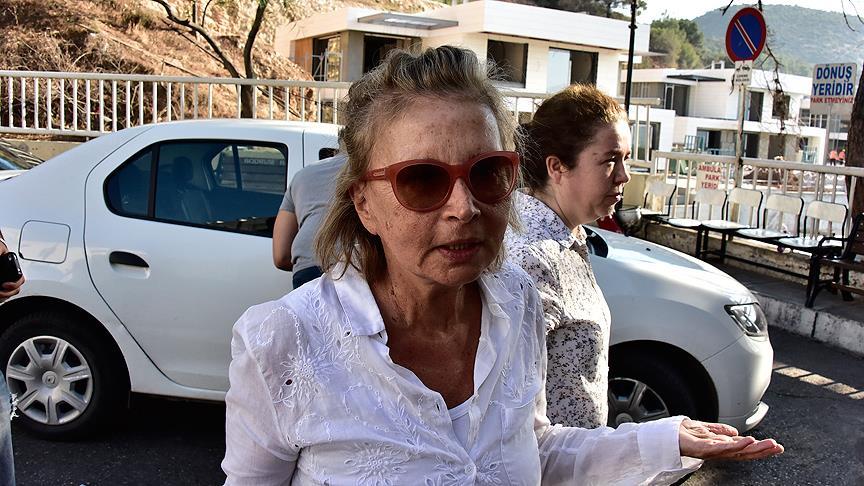 Gözaltına alınan Nazlı Ilıcak 'Konuşmama izin vermiyorlar, yoksa biliyorsunuz, ben gazetecilere saygılıyım' dedi