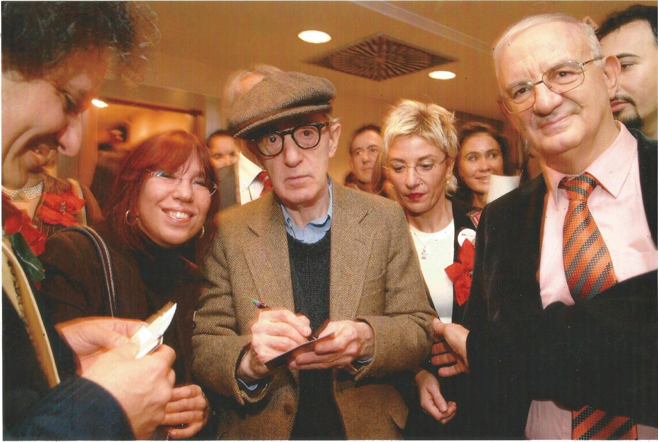 Allen bir konser için geldiği İstanbul'da Dorsay ve Gila Benmayor'la birlikte