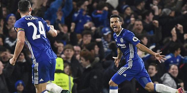 Chelsea, yenilgisiz Tottenham'ı Pedro'nun attığı golle 2-1 yendi.