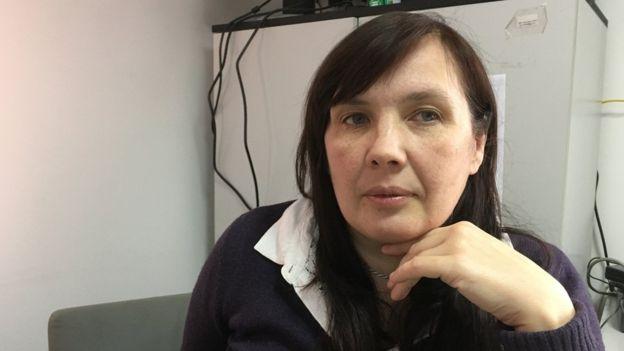 Alyona Sadıkova: Değişiklikle, iddianame ve kanıt toplama işini kurbana bırakıyor. Polis otomatikman bir soruşturma başlatmayacak. Derin bir kriz geçiren bir kişiden bunu istemek, gerçek dışı.