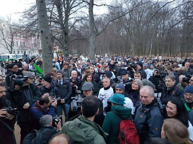 Türkiye'deki protestonun adresi ise Berlin Büyükelçiliği.