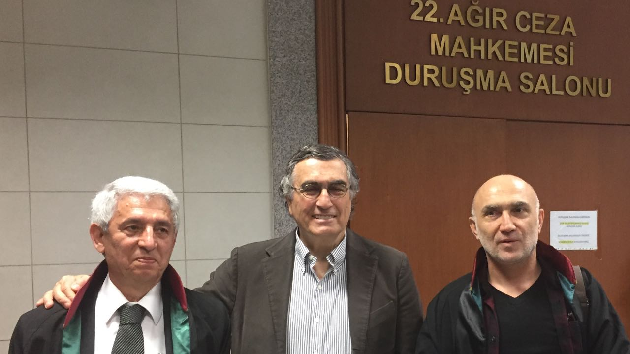Fikret İlkiz (solda), Hasan Cemal, Avukat Özcan Kılıç