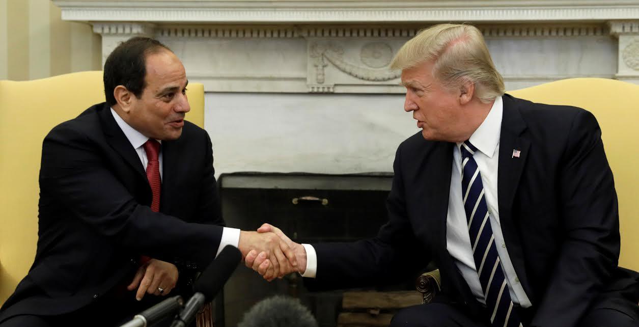 Mısır'la askeri işbirliğini en üst düzeye çıkaracaklarını söyleyen Trump, nisan başında ABD'ye giden Sisi'ye dönerek 'Burada artık büyük bir müttefikiniz var' dedi