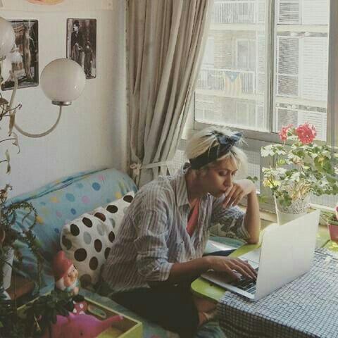 Nermin Yıldırım, Barselona'daki evinin balkonunda Unutma Dersleri'ni yazarken