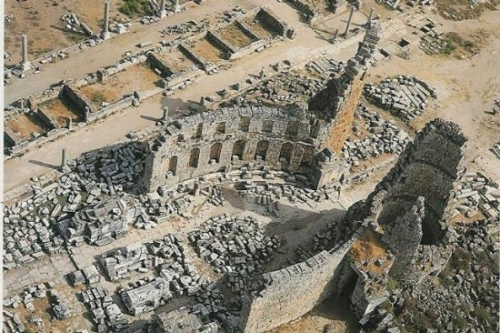 Antik şehir Perge, tüm Anadolu'nun en düzenli Roma dönemi kentlerinden biri