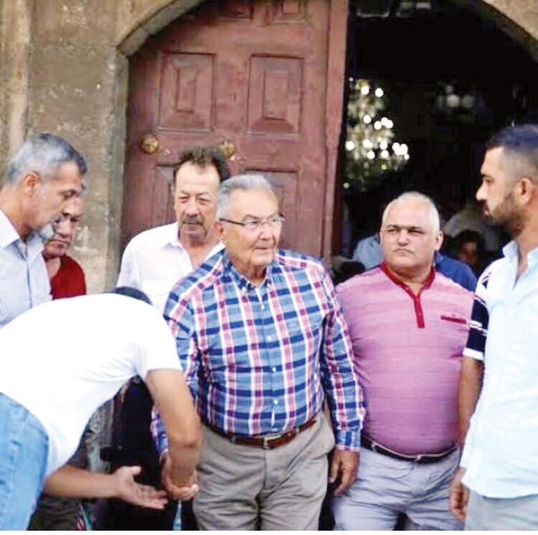 Baykal ,cuma namazını Antalya'da Tekeli Mehmet Paşa Camisi'nde kıldı. Ama Gül gibi cumadan çıkışta bir açıklama yapmadı.