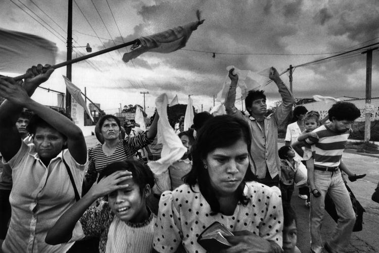 ABD'ye göç etmiş yoksul bir ailede büyüyen DeCesare, yıllarca göçmenlerin hayatlarını fotoğrafladı
