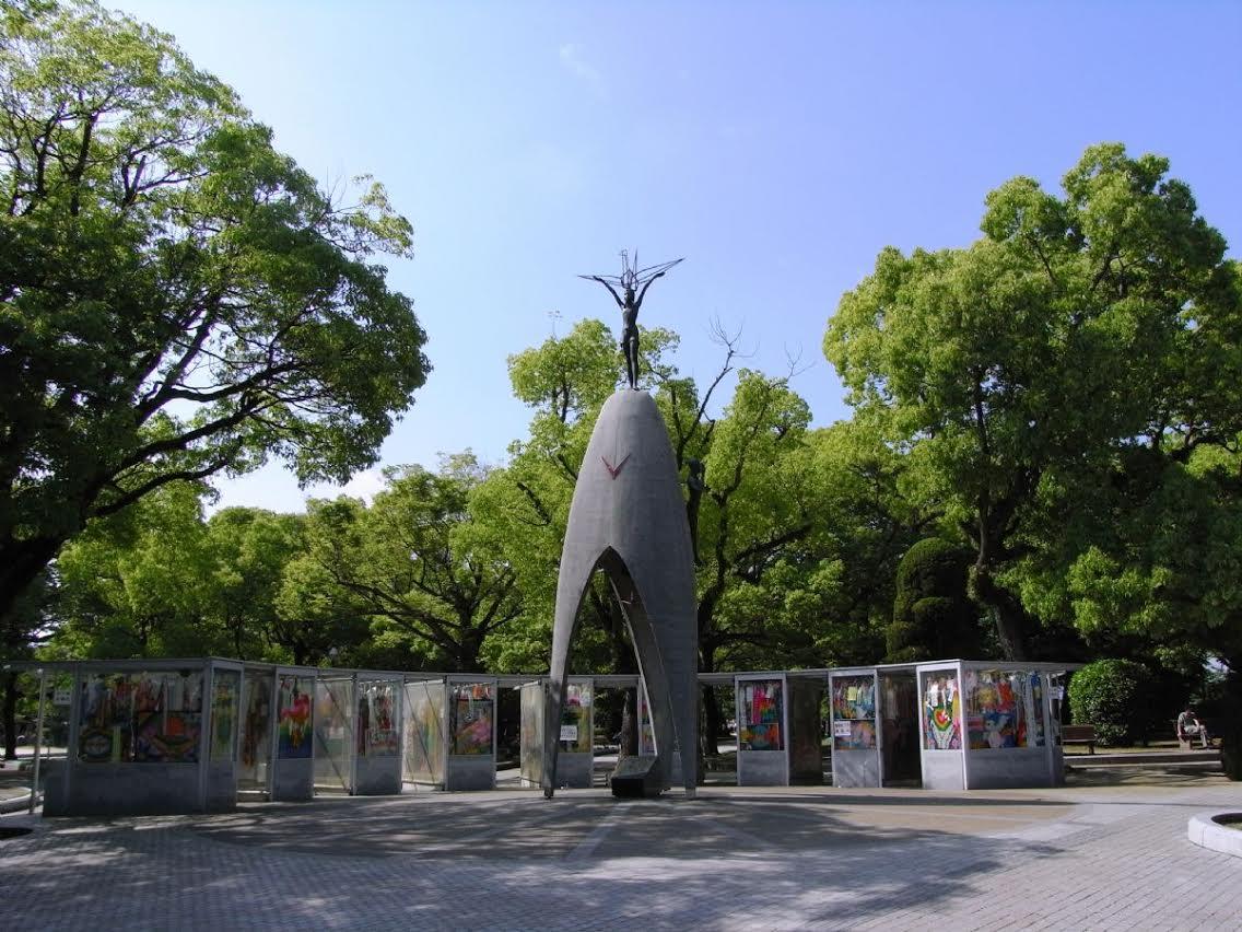 Barış Parkındaki Sadako Anıtı