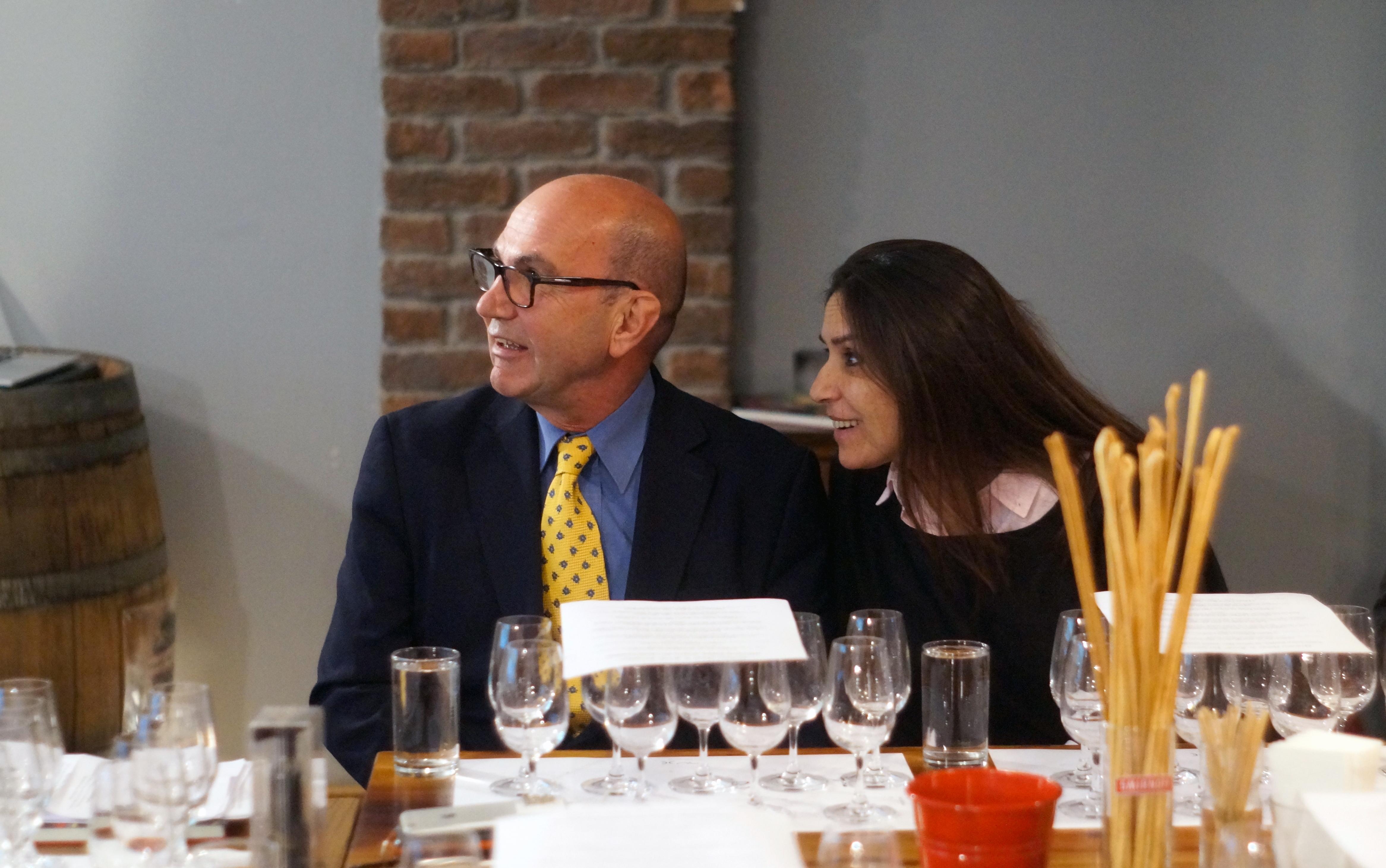 Prof. Dr. Mehmet Ömür ve eşi Emel Ömür, hobilerinin peşinden Paris'e yerleştiler.