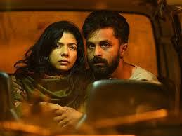 Durga ve Kabir, sonu gelmeyen ''in-bin'' hareketlerinin birinde, korkuyla bakarlarken
