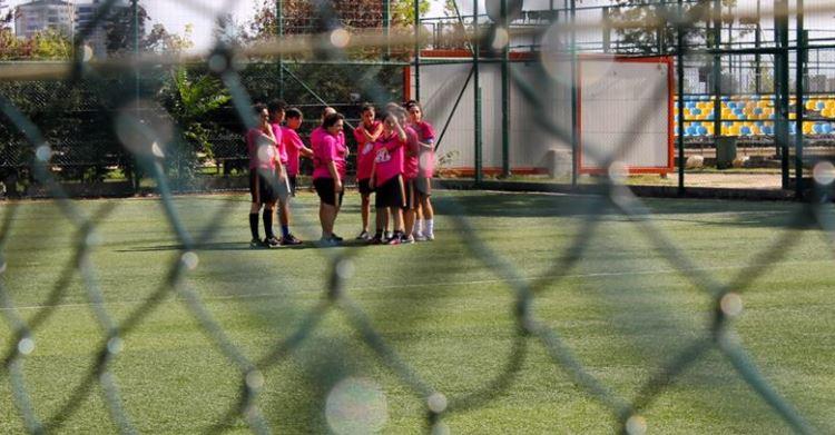 Kalamış Kadıköy Gençlik Merkezi'nde gerçekleşen Queer Olympix'ten Atletik Dildoa takımı