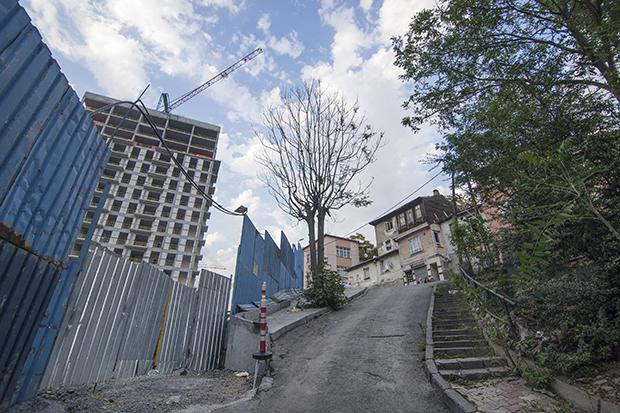 Solda Piyalepaşa İstanbul şantiyesi, sağda Hacıhüsrev Mahallesi. Fotoğraf: Bekir Dindar