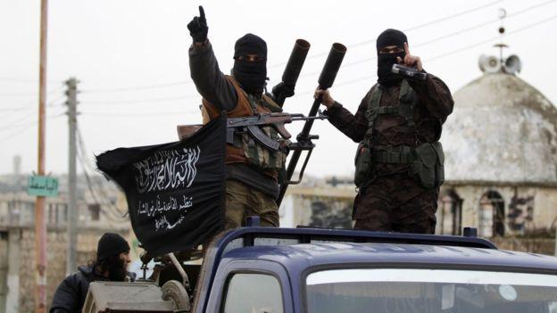 Heyet Tahrir el-Şam'ın ana gövdesini oluşturan Nusra Cephesi üyeleri.