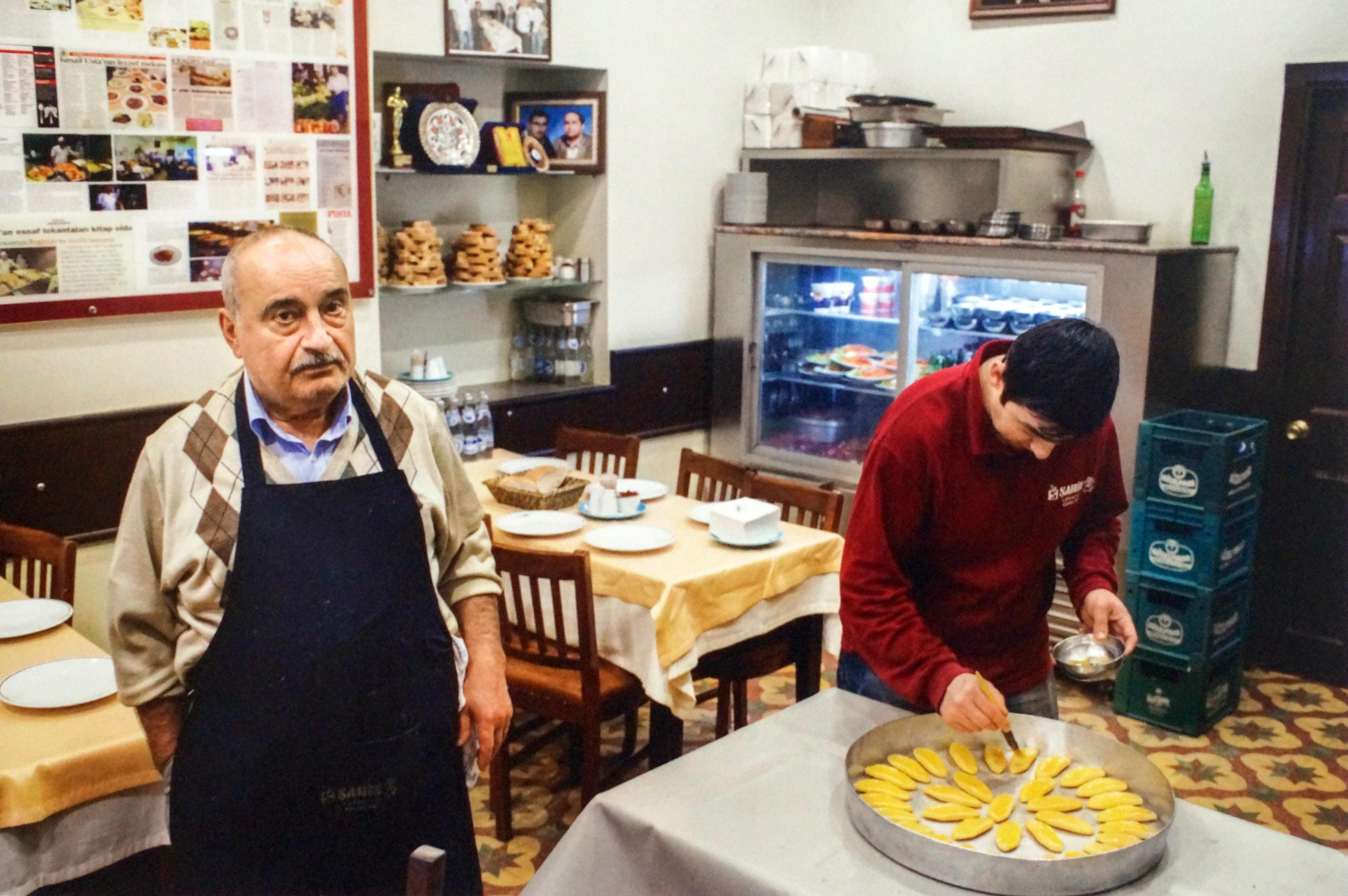 İsmail Şahin, 50 yıllık Şahin Lokantası'nın her şeyi. (Fotoğraf Rıza Erdeğirmenci)