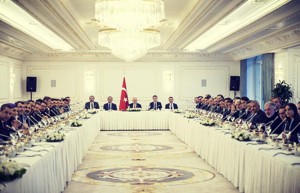 Başbakan Binali Yıldırım, Zeytin Dalı Harekâtı'na ilişkin bilgi vermek için gazetecilerle bir araya gelmişti.