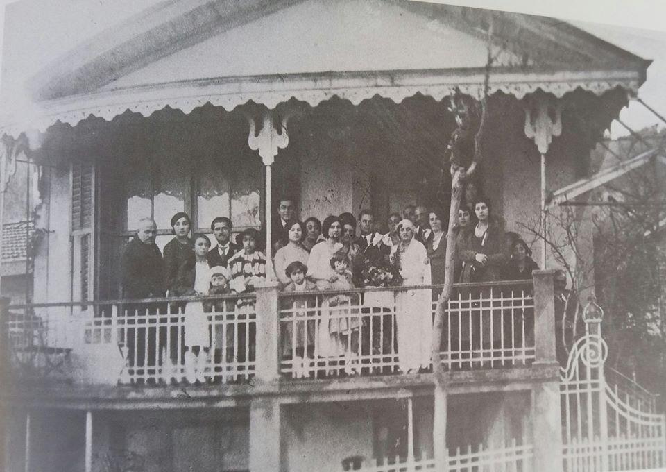 Aravnitis ailesinin Büyükada'daki evinde bir düğün günü