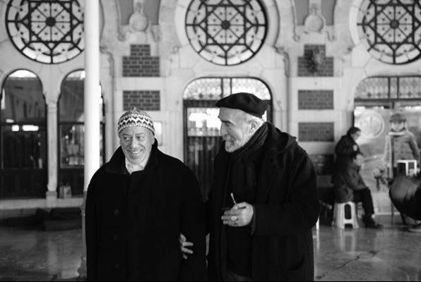 Dört Köşeli Üçgen filminin çekimlerinden, oyuncu Mehmet Esen ve yönetmen Mehmet Güreli