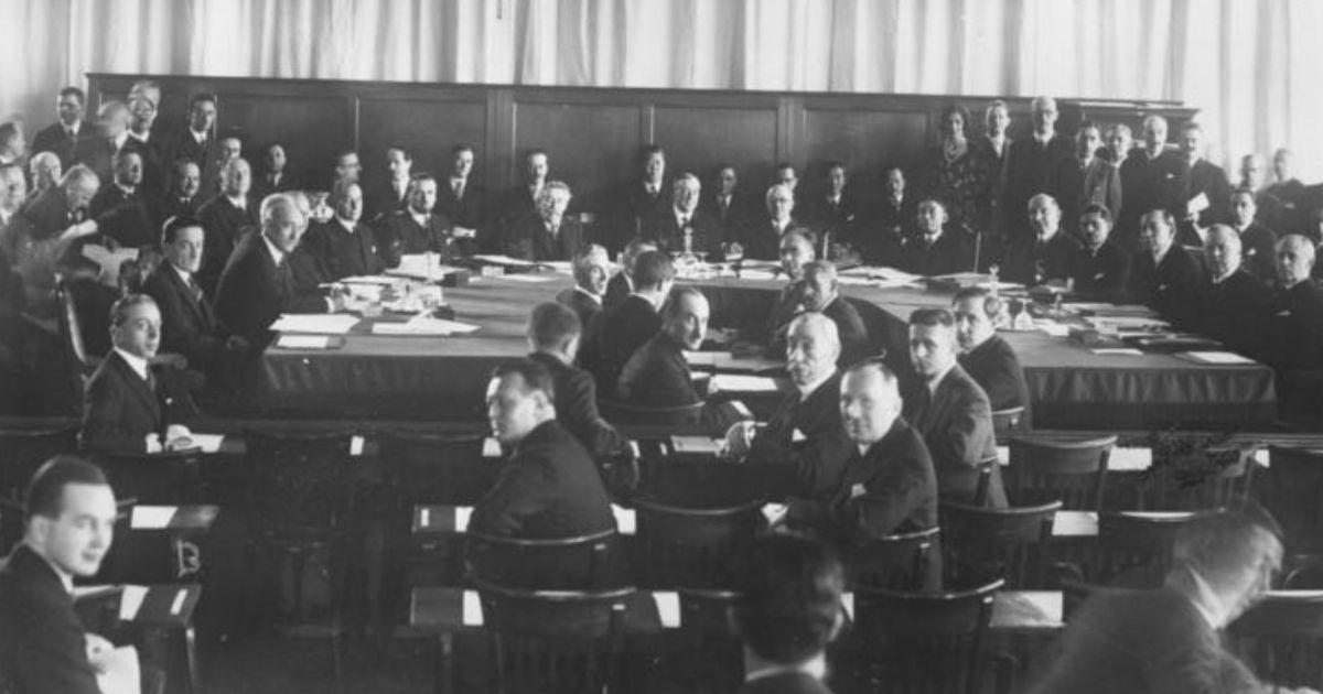 Çek gazeteci ve şair Stefan Lux, 3 Haziran 1936'daki Milletler Cemiyeti toplantısında Almanya'da yaşananlara dikkat çekmek için canına kıyar