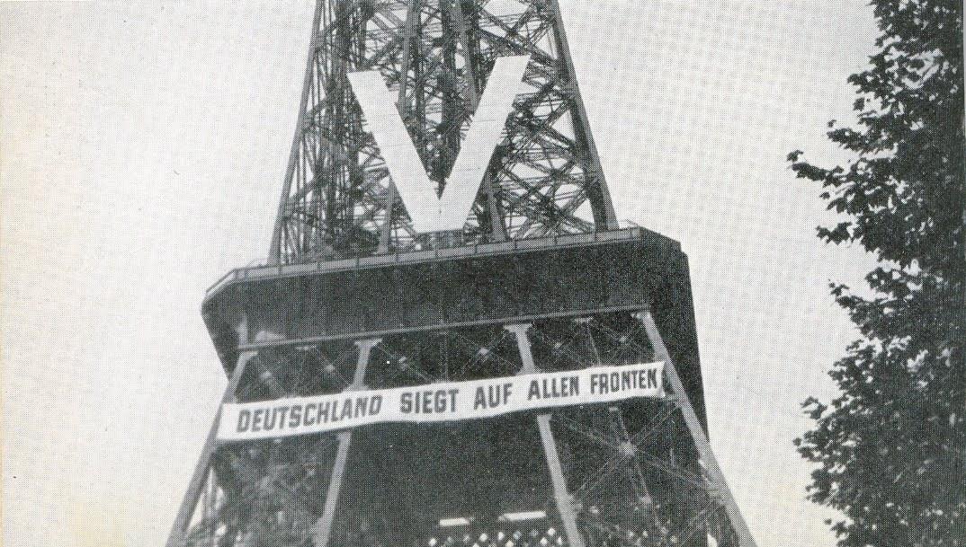 Nazi işgali döneminde Eyfel Kulesi (1940)