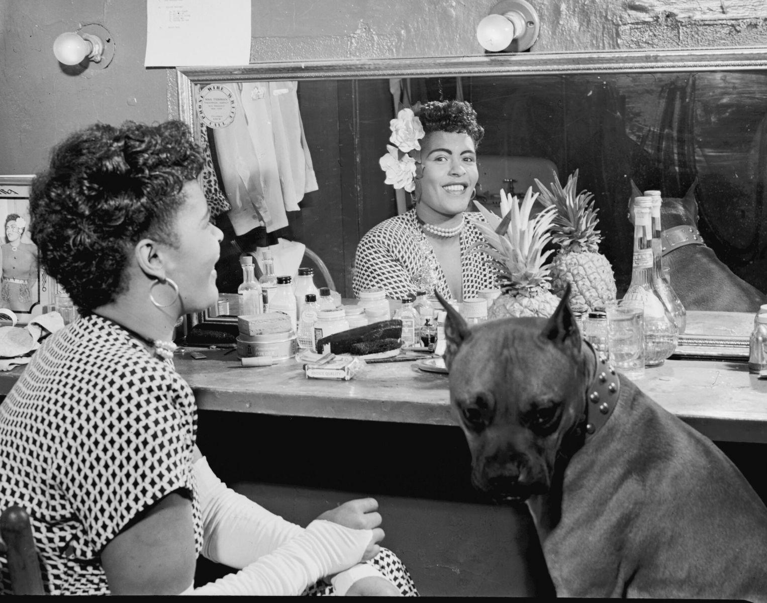 Billie Holiday, köpeği Mister ile. (1946)