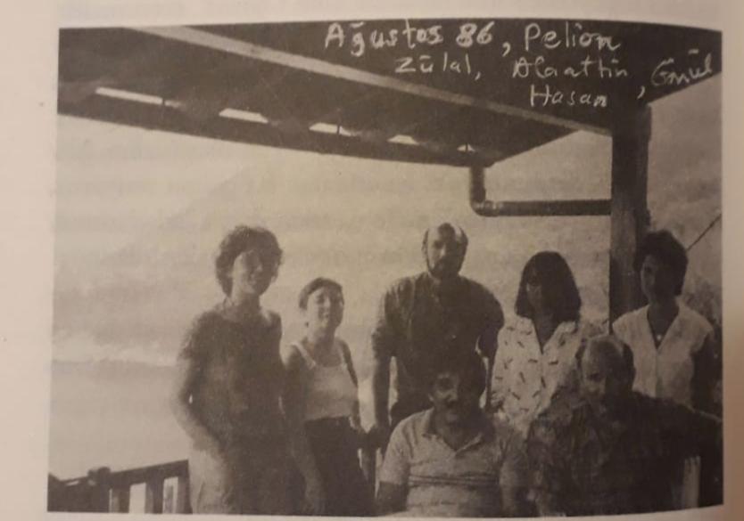Oya Baydar, Yunanistan Pelion'da Aydın Engin, Hasan Gürkan ve Zülal Kılıç ile birlikte (1987)