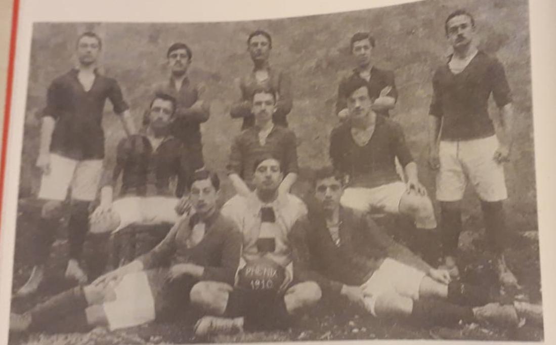 Ahmet Cevat Baydar, Galatasaray futbol takımındaki arkadaşlarıyla birlikte (1914)