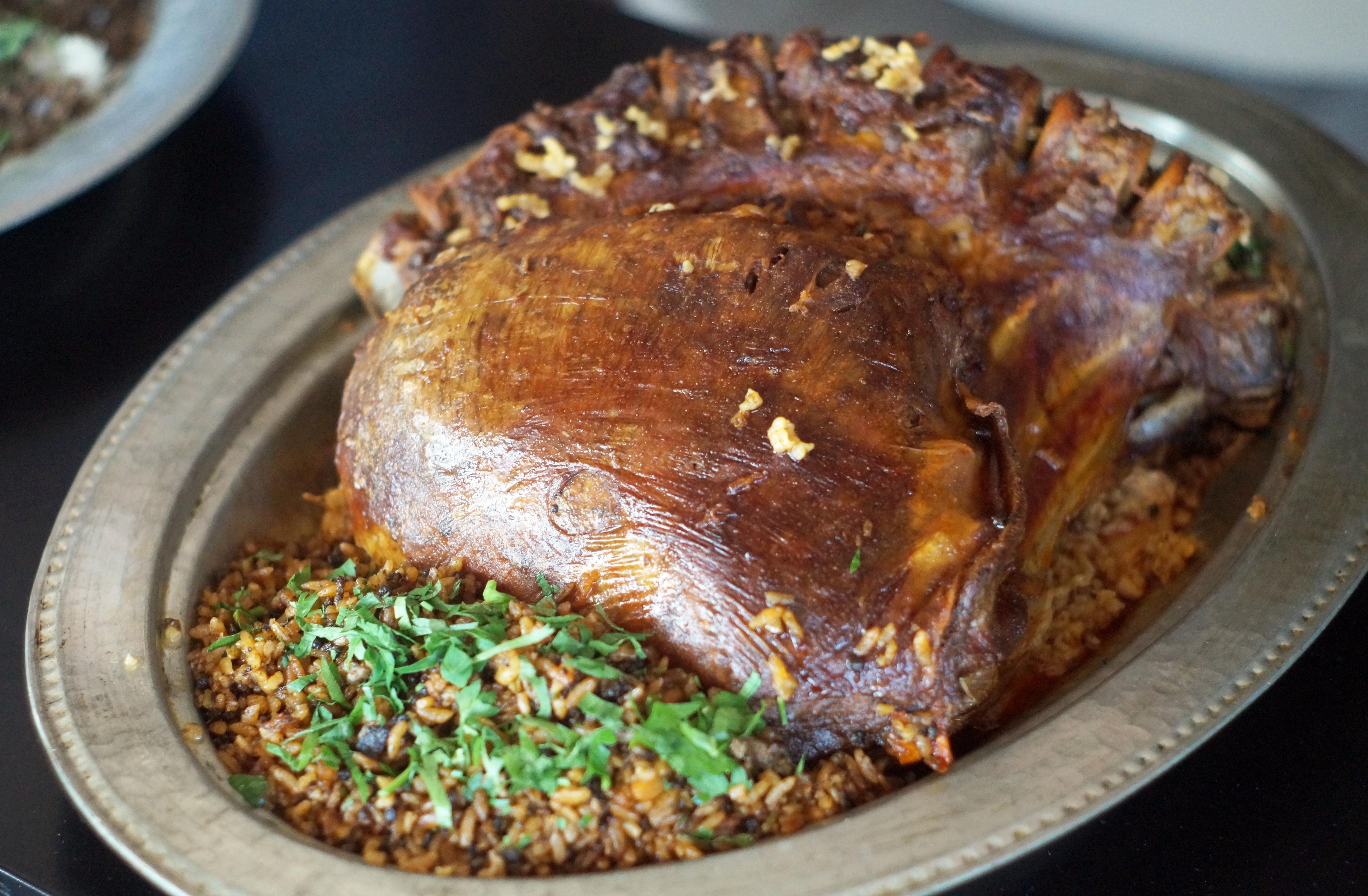 Keçi etinden yapılan iç pilavlı laba dolması, Alanya'nın özgün yemeklerinden