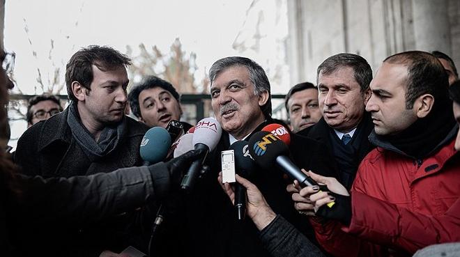 11. Cumhurbaşkanı Abdullah Gül, İstanbul'da cuma namazı sonrası gazetecilerin sorularını yanıtlarken, İç güvenlik paketi'yle ilgili soruya, 'Bunu bir kez daha gözden geçirmelerini tavsiye ederim. Bazı düzeltmelerin yapılması gerektiğine inanıyorum' dedi.