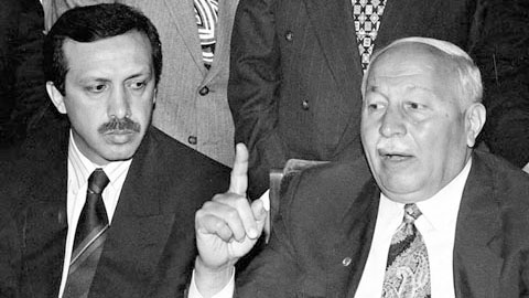 Tayyip Erdoğan, Milli Gorüş'ün müteveffa lideri Necmettin Erbakan'la